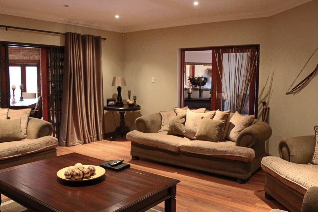 3 BedroomHouse For Sale In Noordheuwel