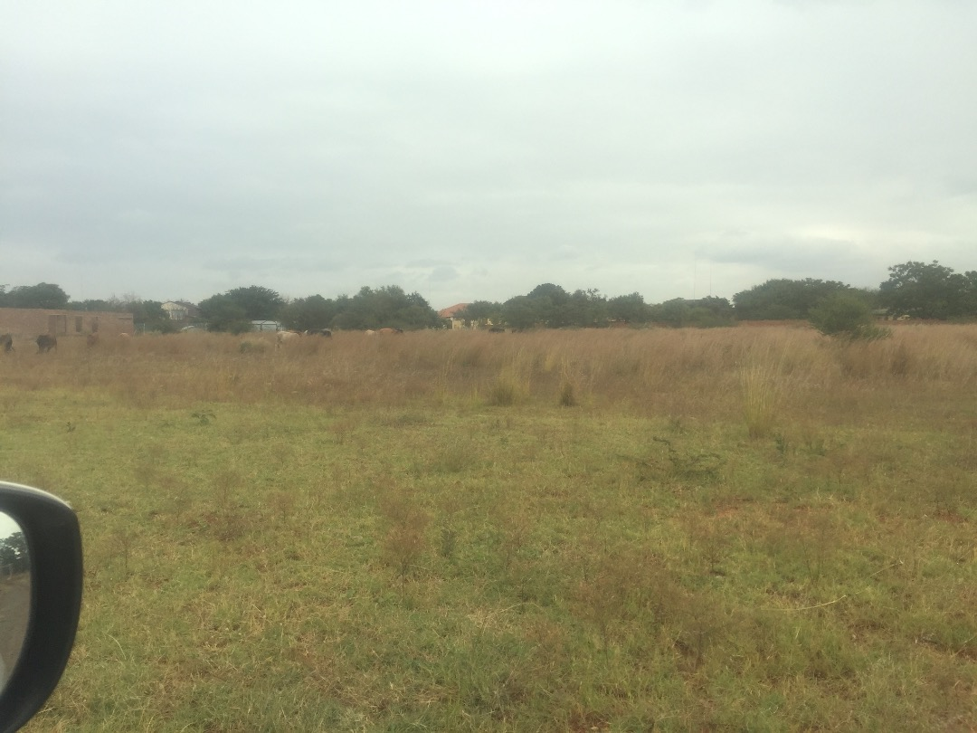 Vacant land for sale: Built your dream home in this quiet and popular area.