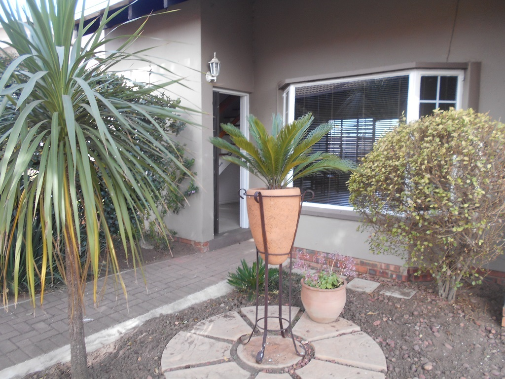 1 BedroomTownhouse For Sale In Dalpark Ext 9