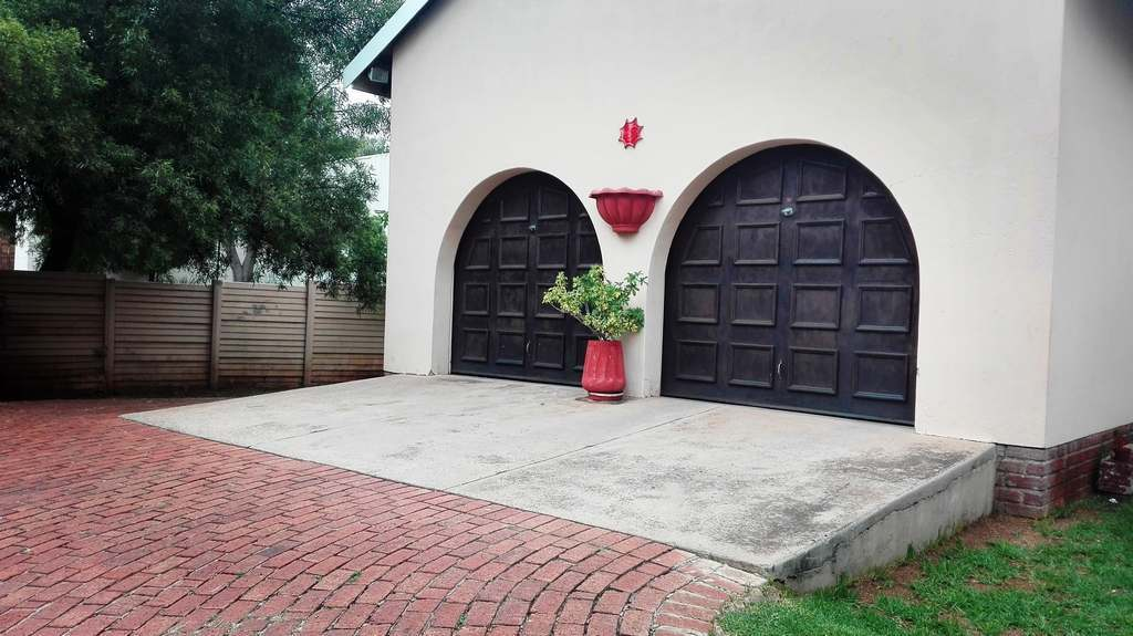 4 Bedroom House for sale in Garsfontein ENT0083808 : photo#6
