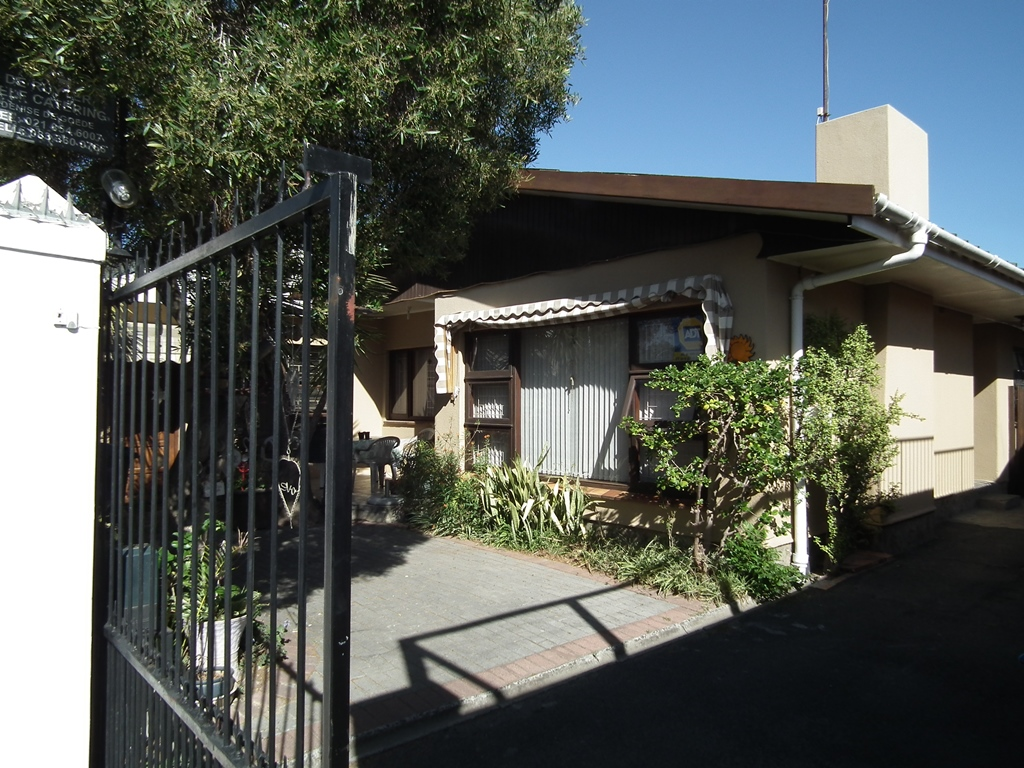 3 Bedroom House for Sale in Strand North with Flatlet
