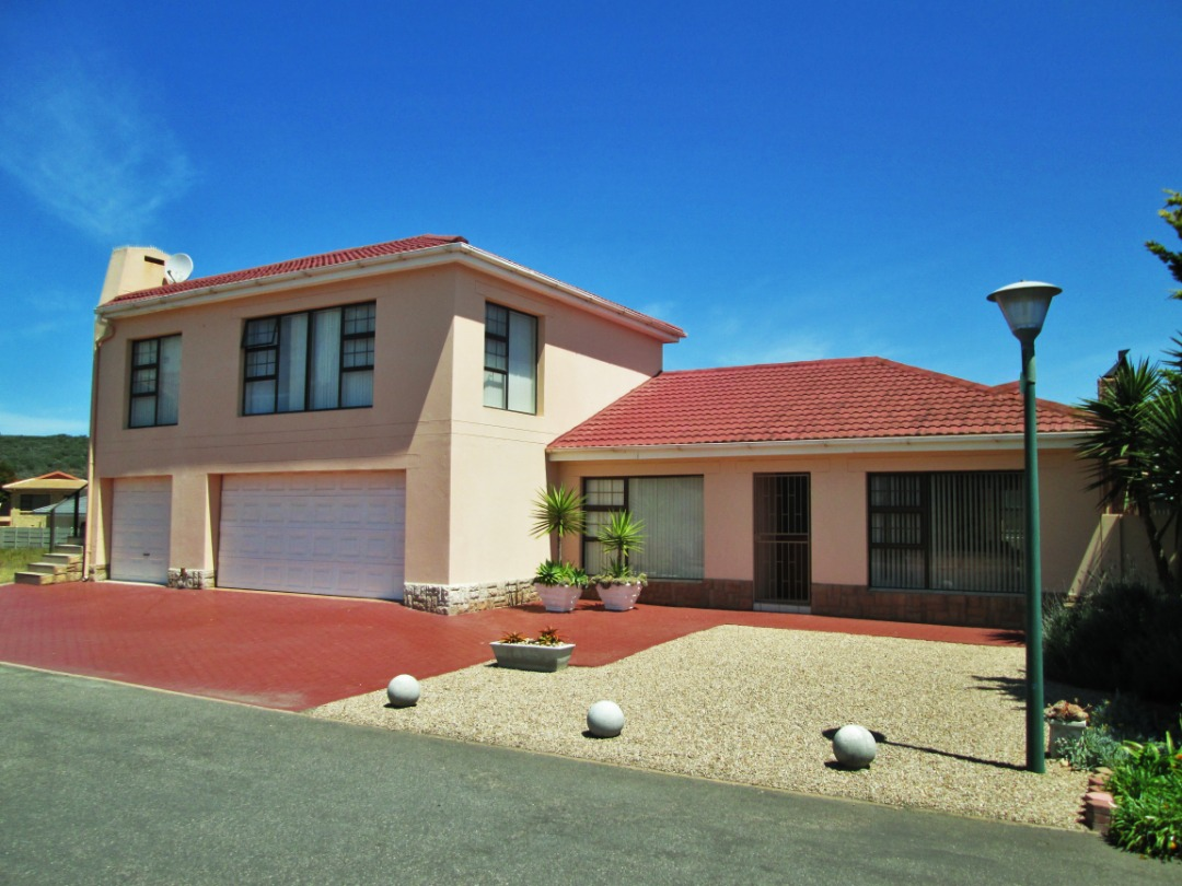 Lovely 3 Bedroom, 2 Bathroom House with Flat is now for Sale in Diaz Beach, Mossel Bay.