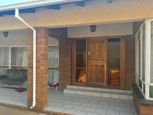 Standard Bank Easy sell 9 Bedroom house for sale - Investment with a Cash Flow Positive ROI