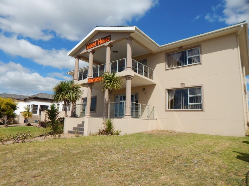 Guesthouse with endless views over Mossel Bay Point.