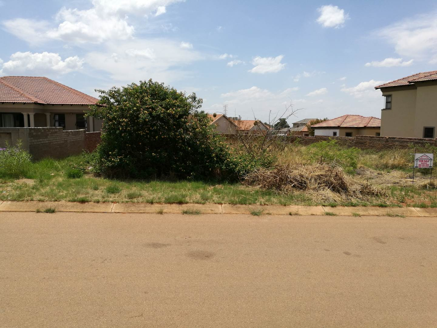 Level vacant land in Magaliesberg 2