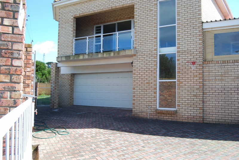 3 BedroomHouse For Sale In Lovemore Heights