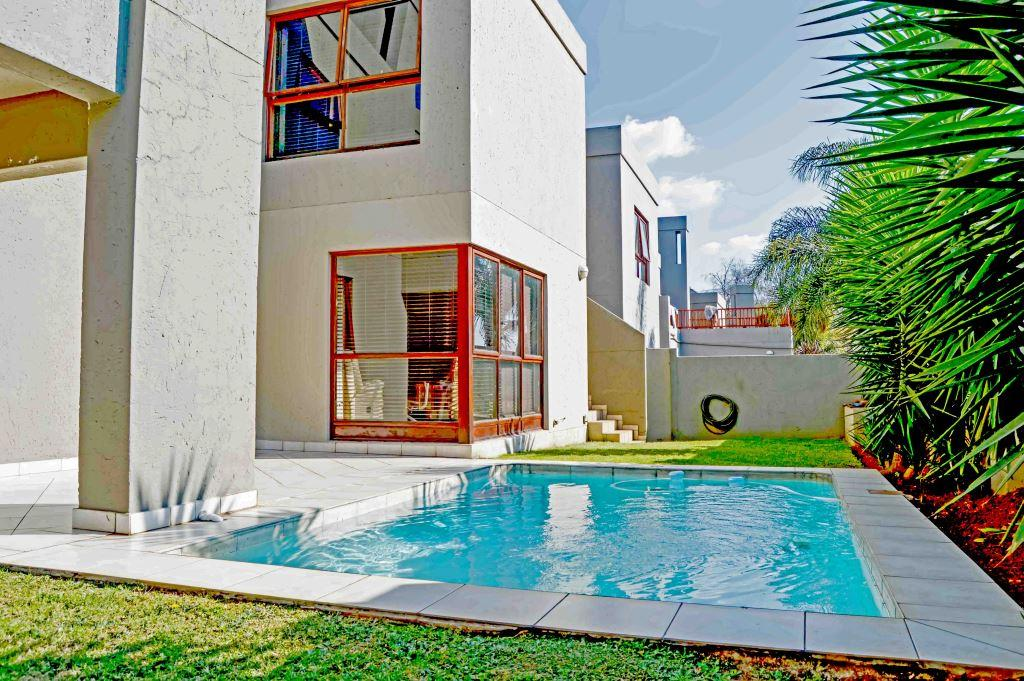 Stunning Spacious and Secure Cluster in Bedfordview