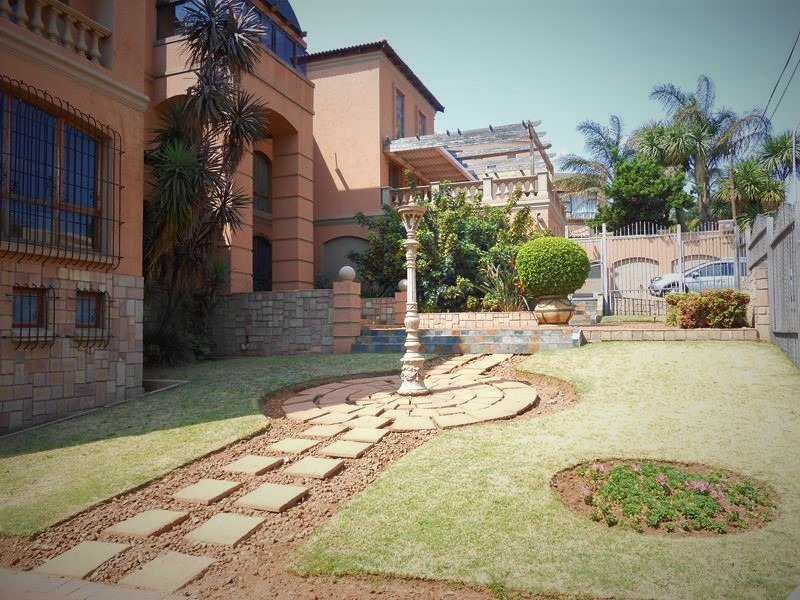 Majestic & Oppulant Three Tier Dream Home in Northcliff