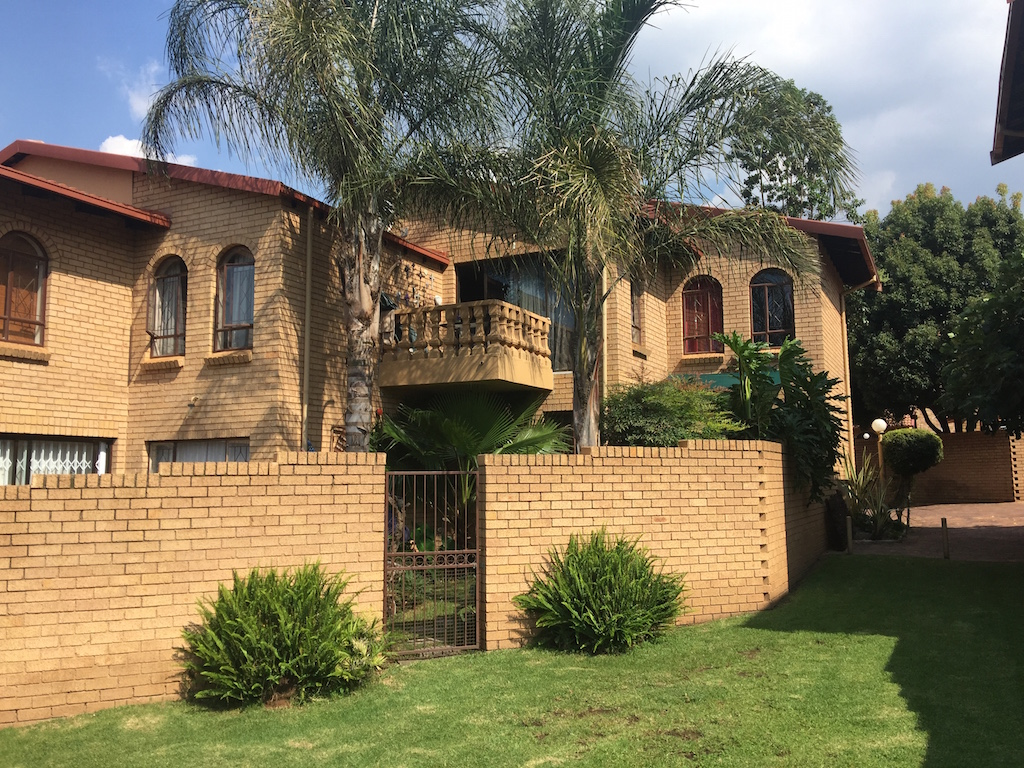 3 BedroomTownhouse For Sale In Roodekrans
