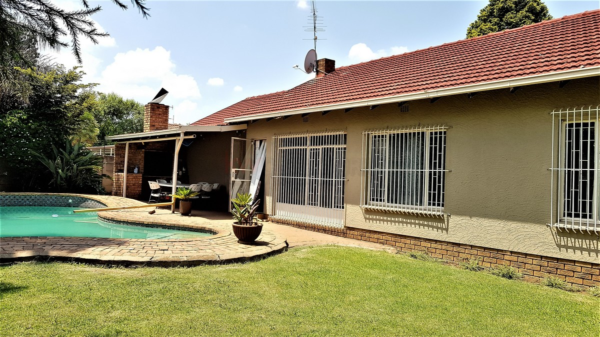 3 Bedroom House for sale in Verwoerdpark ENT0086373 : photo#0