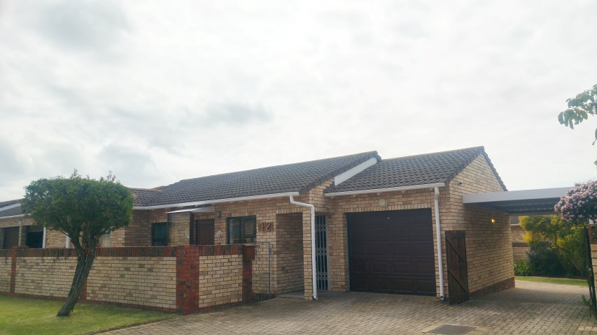 3 BedroomTownhouse Pending Sale In Mangold Park