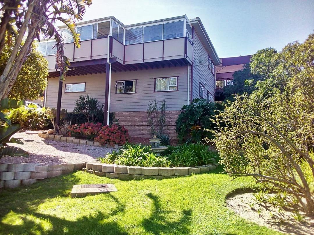 4 Bedroom House is now for sale in Dana Bay, Mossel Bay.