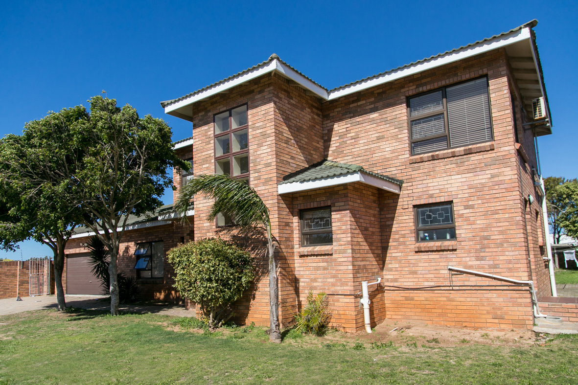 7 BedroomHouse For Sale In Summerstrand