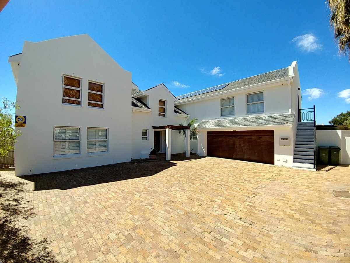 6 BedroomHouse For Sale In Golden Mile