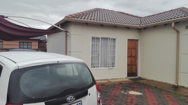 2 BedroomHouse For Sale In Rosslyn