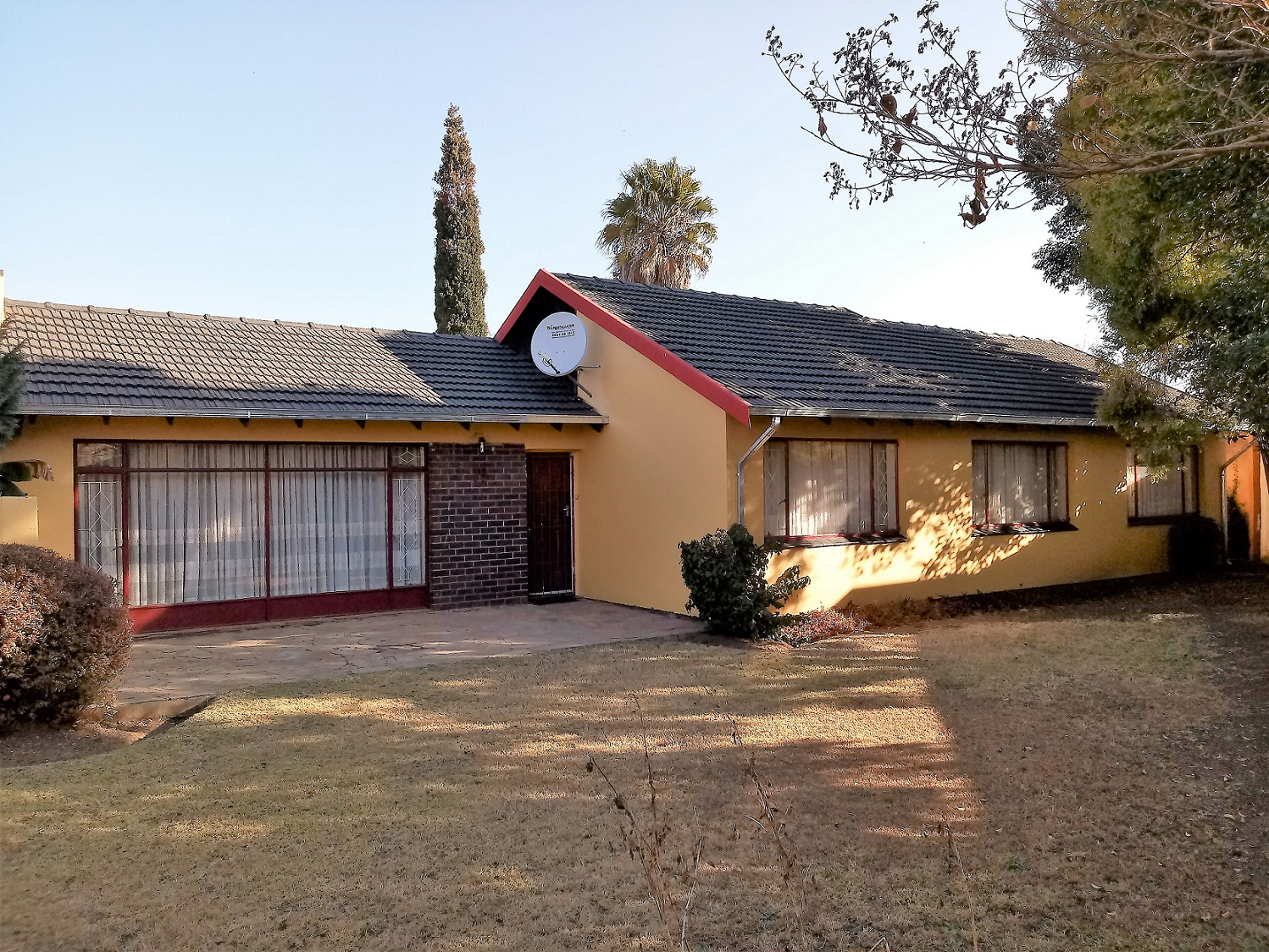 Spacious family home in Modder East.