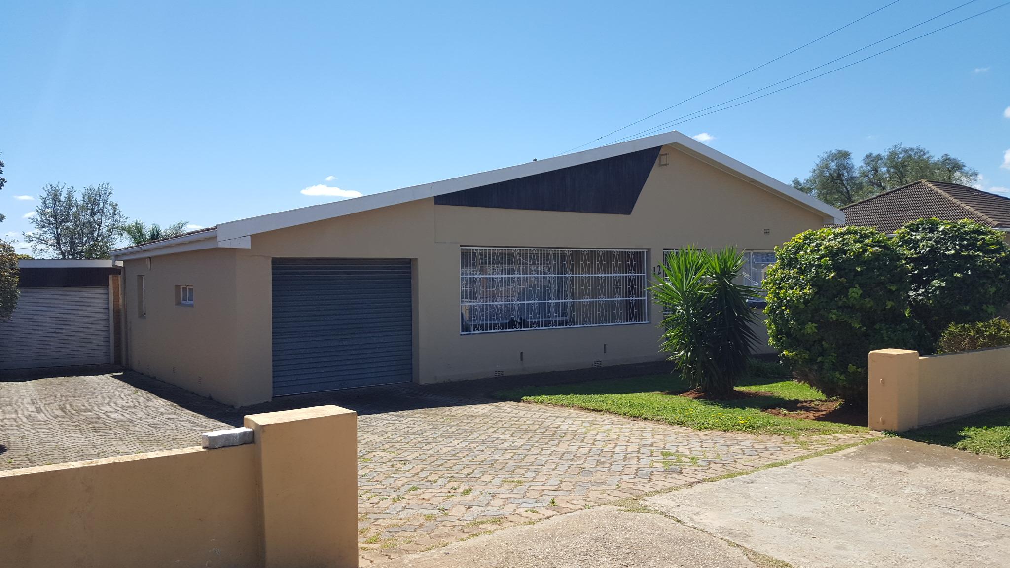 3 BedroomHouse Pending Sale In Bothasrus