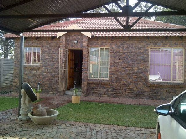 2 Bedroom Townhouse for sale in Andeon for Sale
