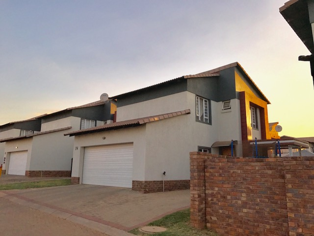 3 bedrooms, 2,5 Bathroom in Silver Lakes and Surroundings, Pretoria East