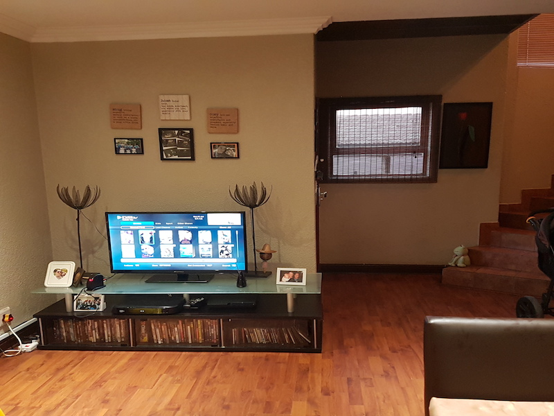 3 BedroomTownhouse For Sale In Bartletts