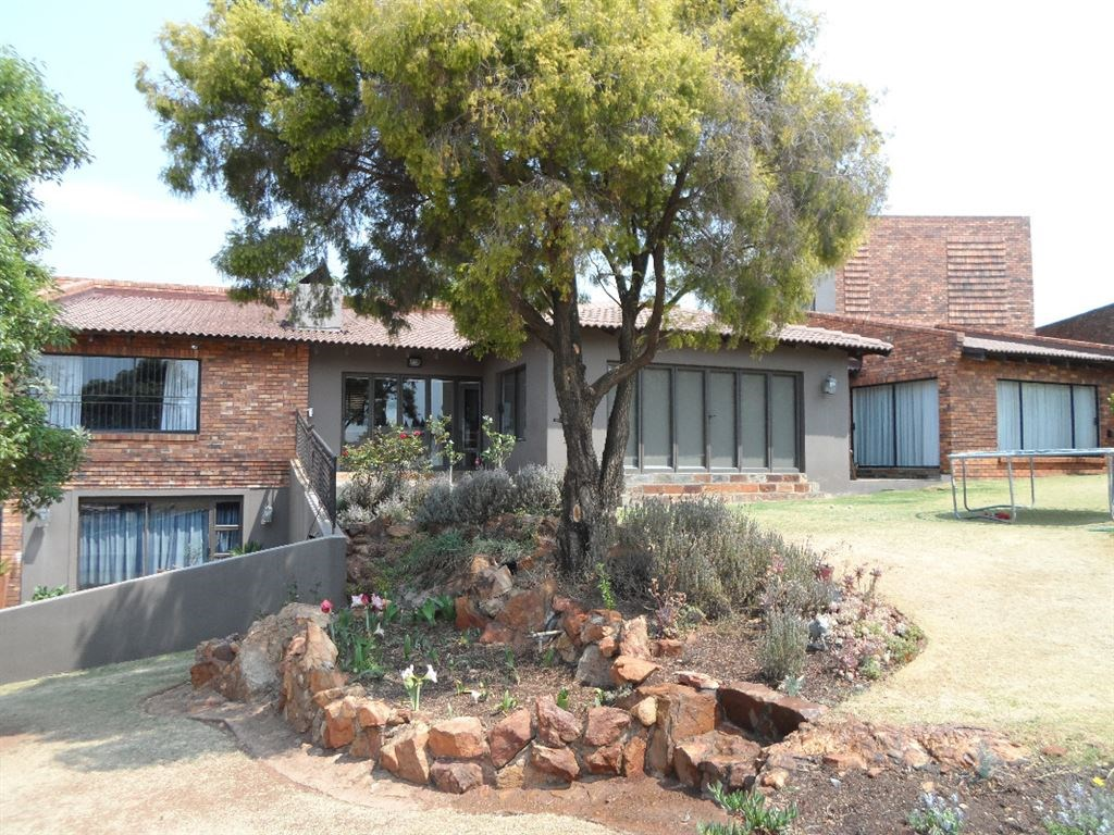 6 BedroomHouse For Sale In Rangeview