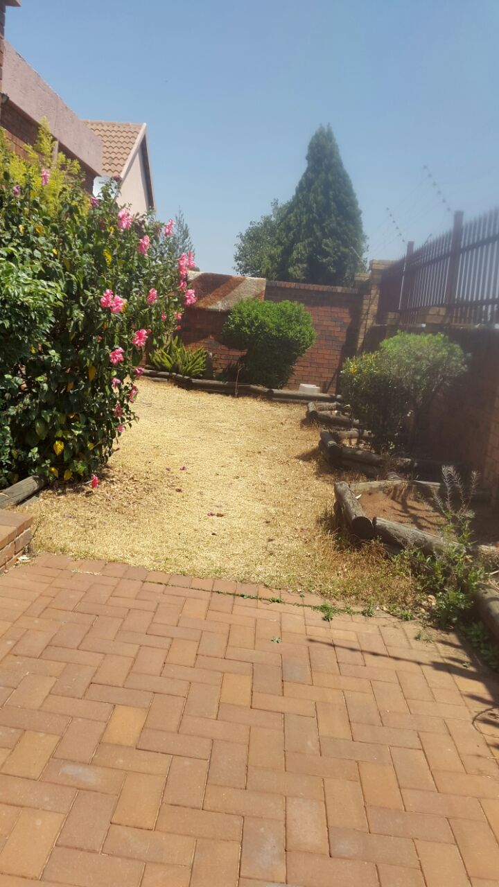 3 Bedroom Townhouse for sale in Glenvista ENT0067822 : photo#1
