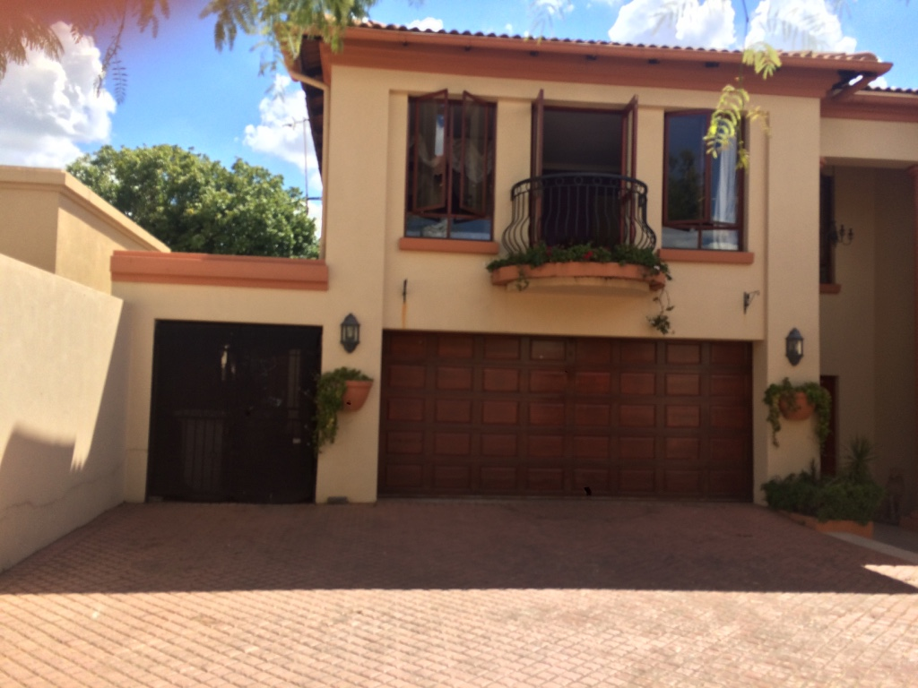 3 BedroomCluster For Sale In Bryanston
