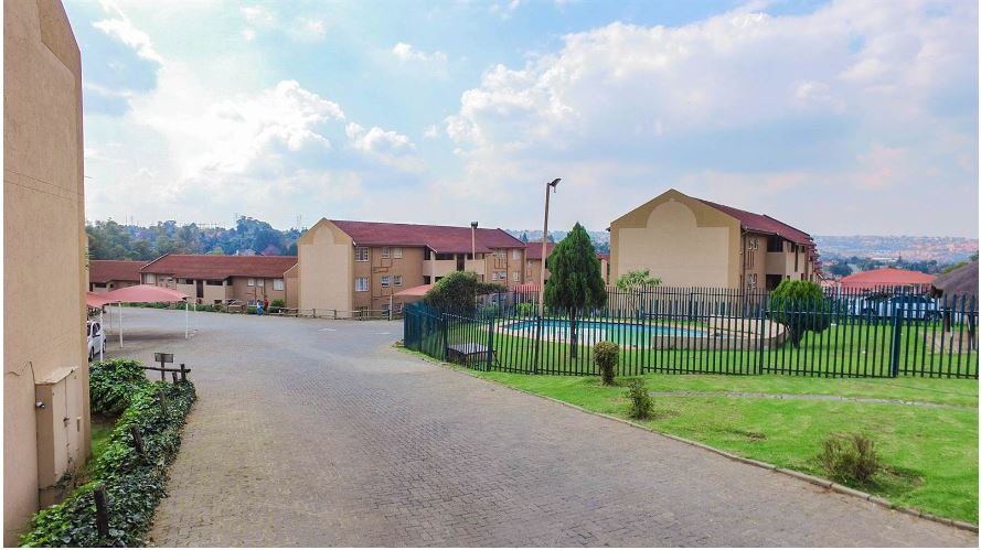 3 BedroomTownhouse For Sale In Alan Manor