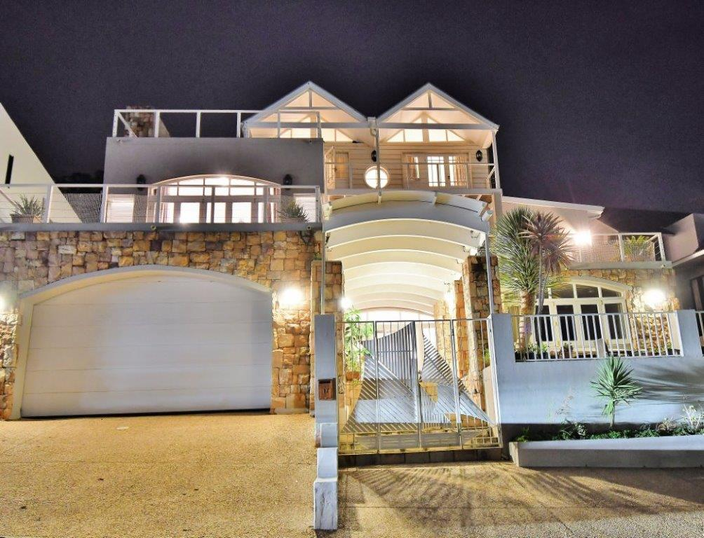 5 BedroomHouse For Sale In Hillcrest