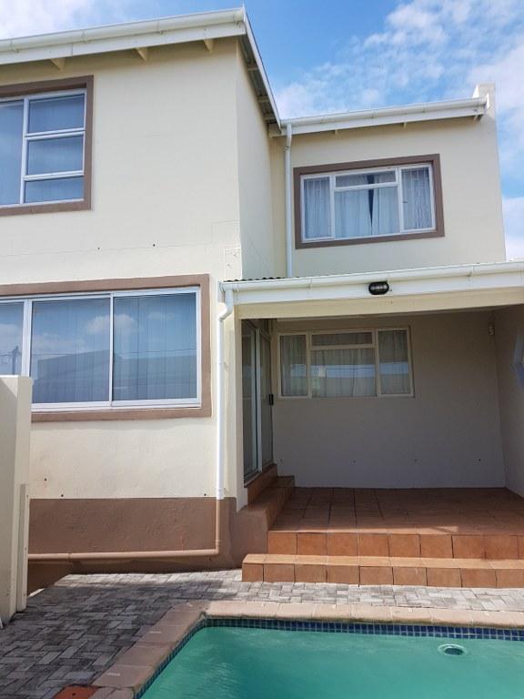 3 BedroomHouse For Sale In De Kelders