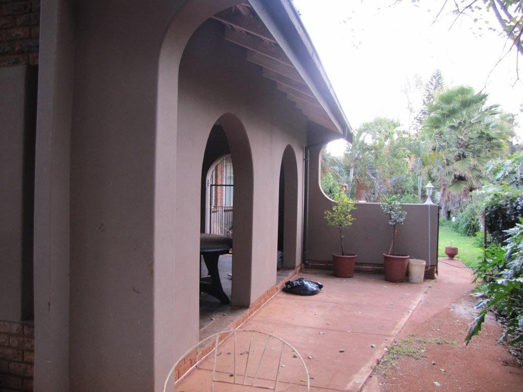 5 Bedroom Family Home with FLATLET Impala Park Immaculate Condition