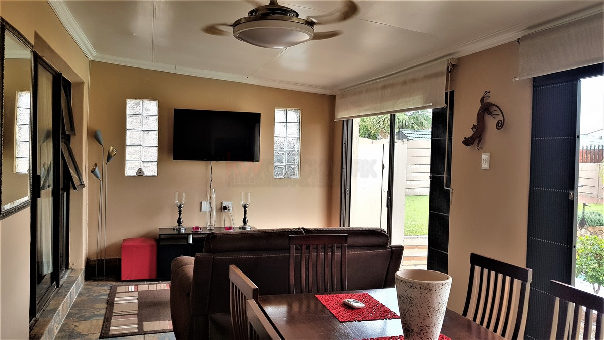 3 Bedroom House for sale in Verwoerdpark ENT0084632 : photo#17