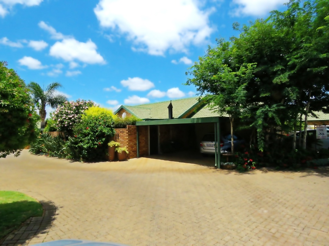 PRICED TO SELL!  3 Bed Townhouse in Security Estate