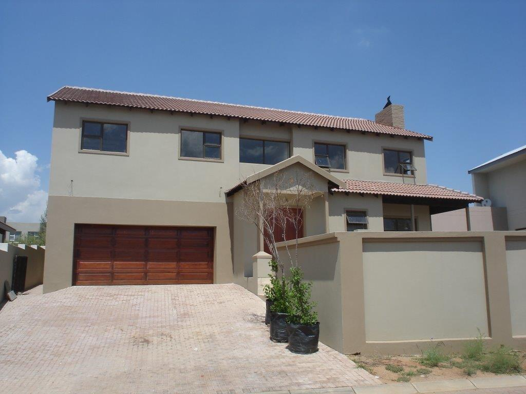 Immaculate 3 Bedroom, 3 Bathroom Family Home in Stone River Estate, Beverley