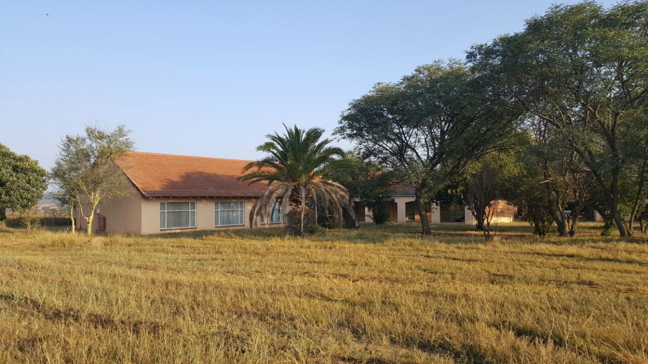 STB Easy sell:  Plot on Moloto Road, Roodeplaat with 4 Bedroom home for sale
