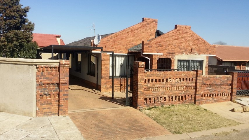 3 BedroomHouse For Sale In Dobsonville