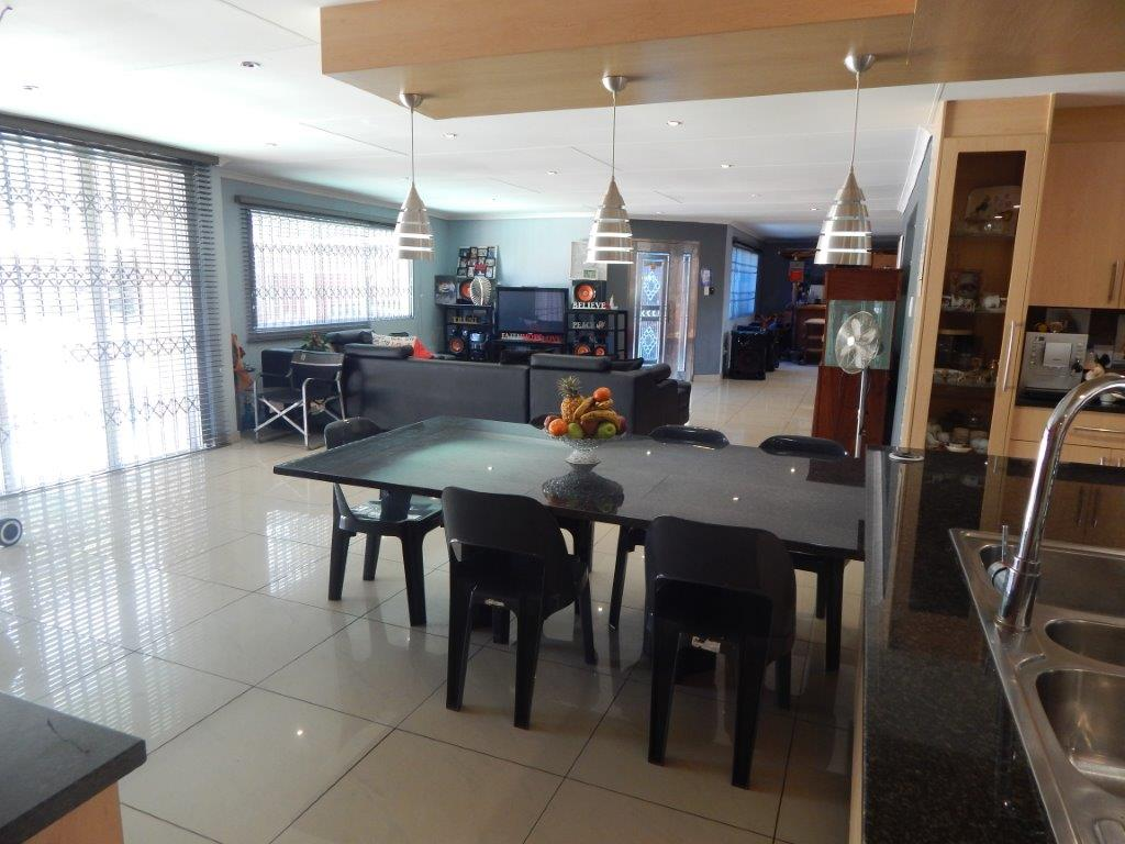 4 BedroomHouse For Sale In Airfield