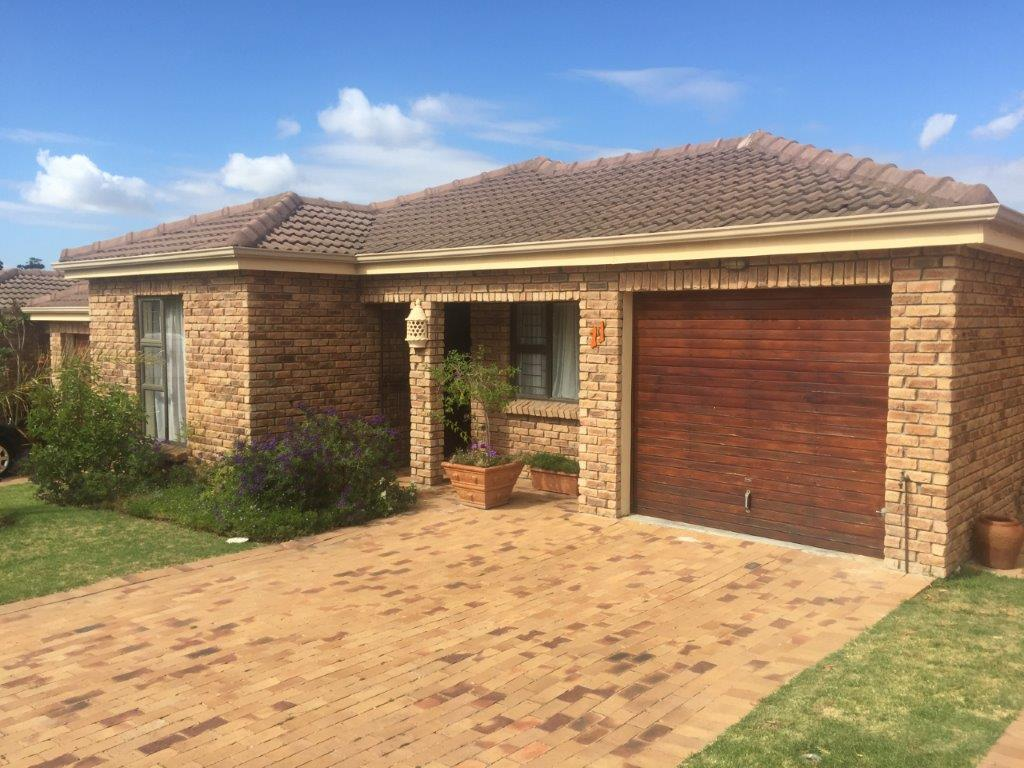 3 BedroomHouse For Sale In Sonstraal Heights