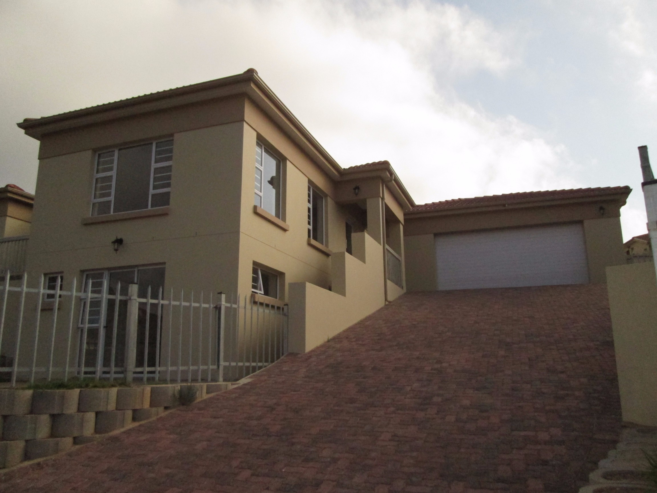 4 BedroomHouse For Sale In Island View