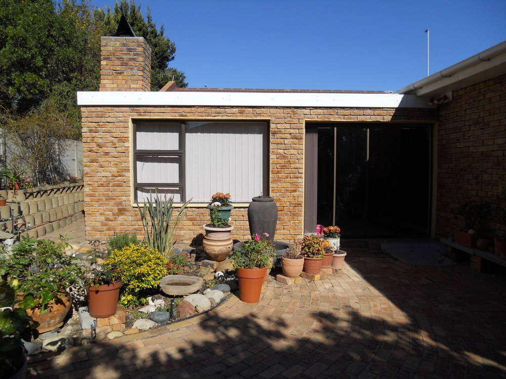 Townhouse For Sale In Plattekloof