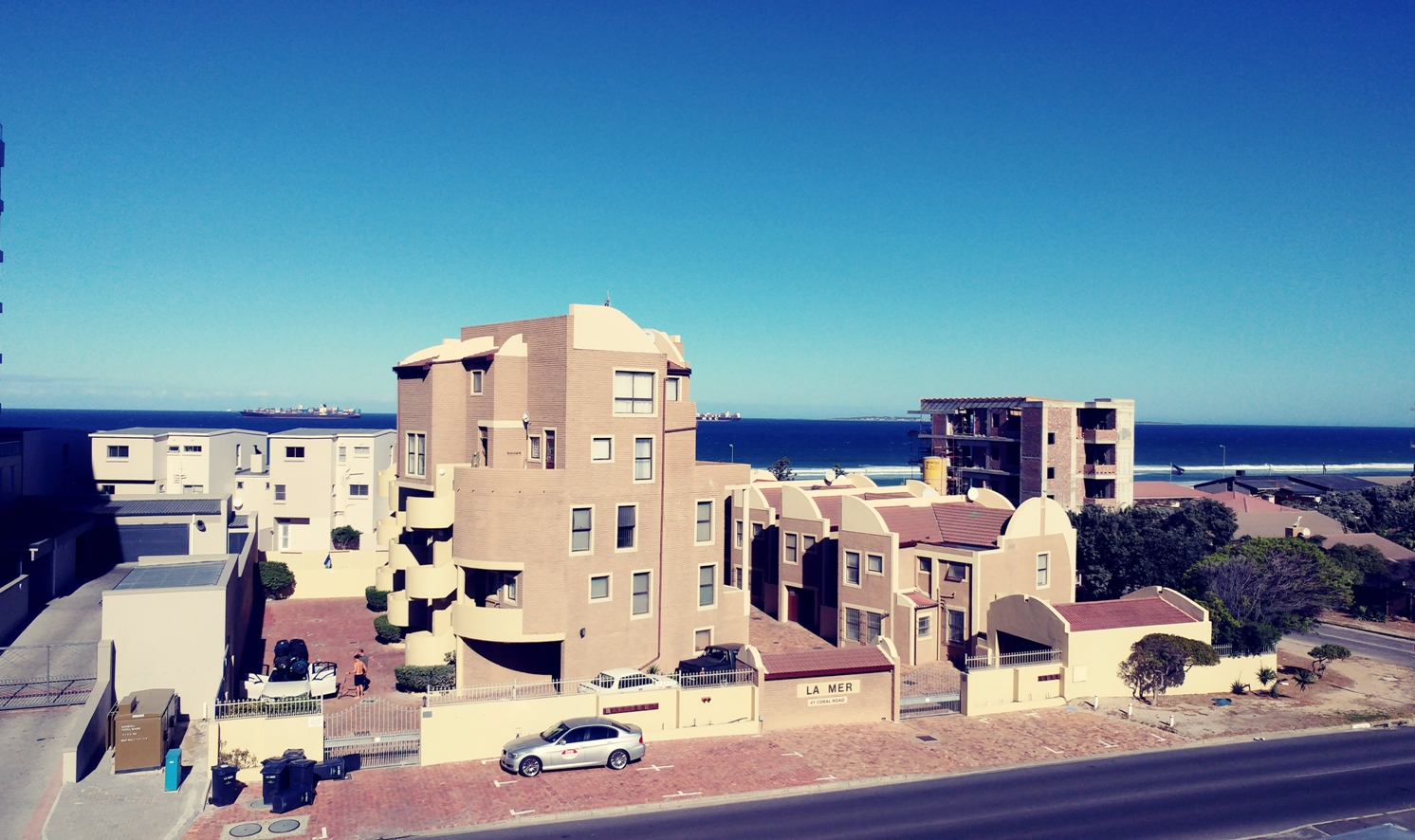 Top Floor 2 Bed Duplex With Sea And Table Mountain Views!
