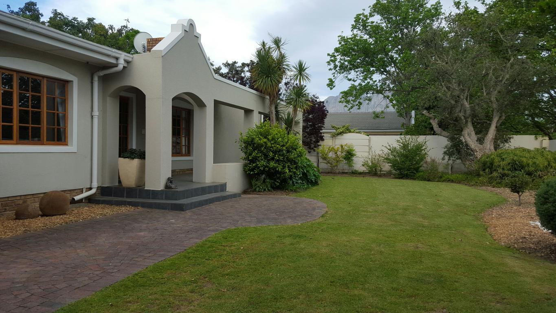 4 BedroomHouse For Sale In Land & Zeezicht