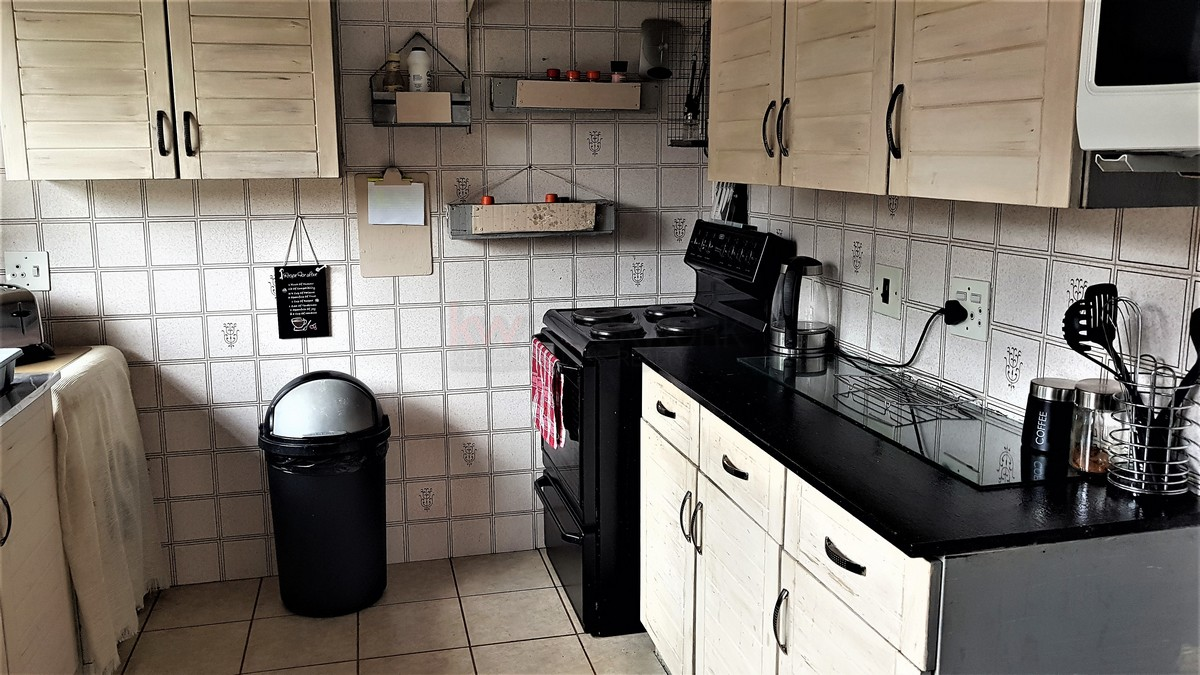 3 Bedroom House for sale in Verwoerdpark ENT0087083 : photo#3