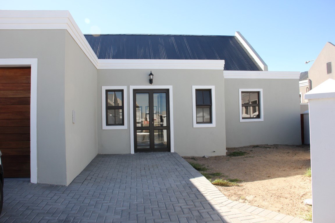 3 BedroomTownhouse For Sale In Admirals Park