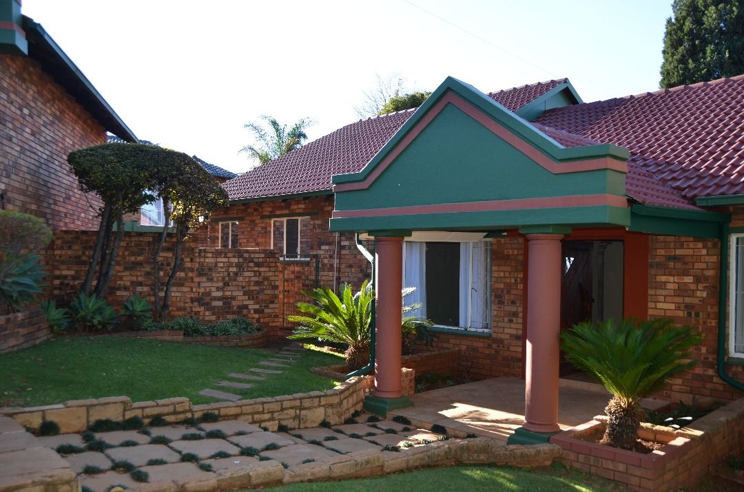 SPACIOUS HOME IN POPULAR SUBURB