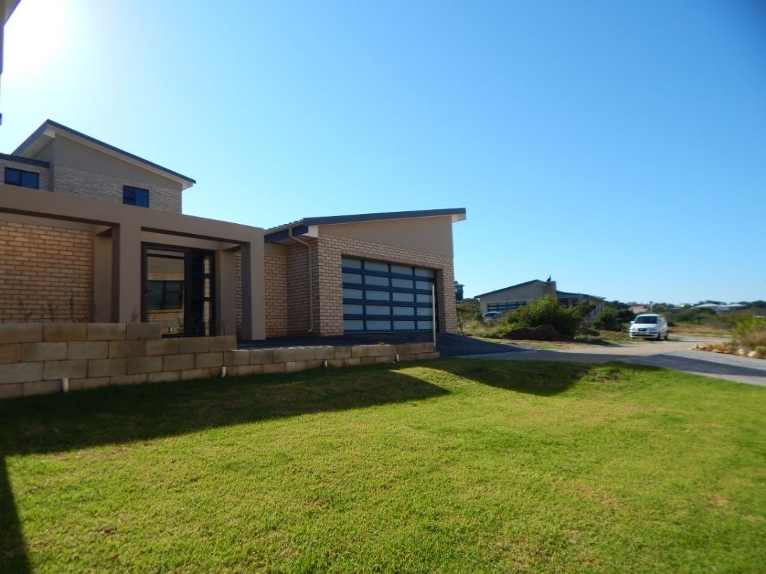 3 Bedroom 3 Bathroom family home in Blue Ridge Estate, Dana Bay