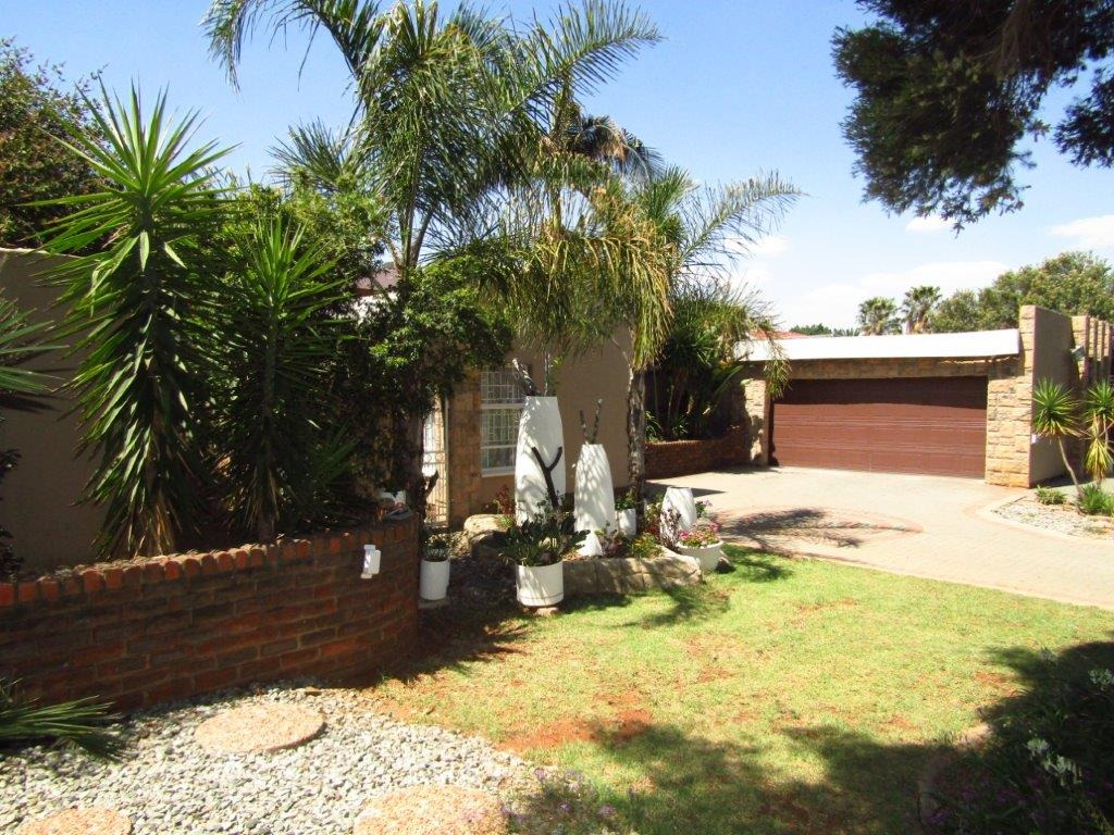 Stunning well maintained family home set on a spacious 1487sqm stand