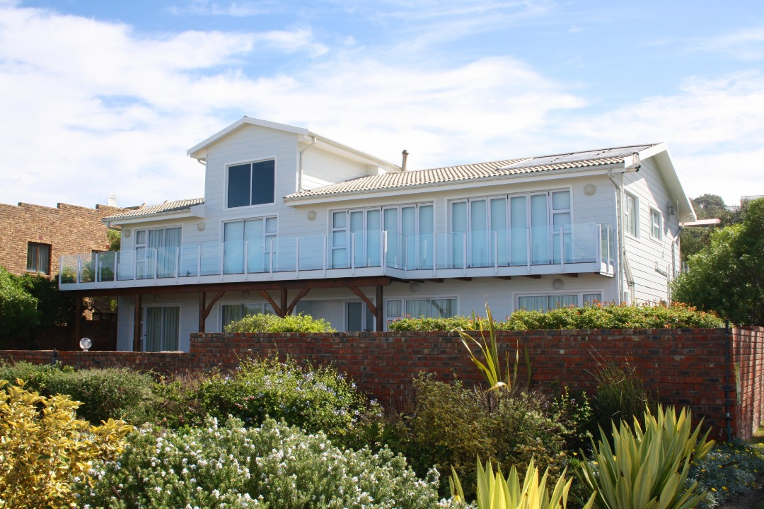 5 Bedroom Seafront Home in Suiderkruis