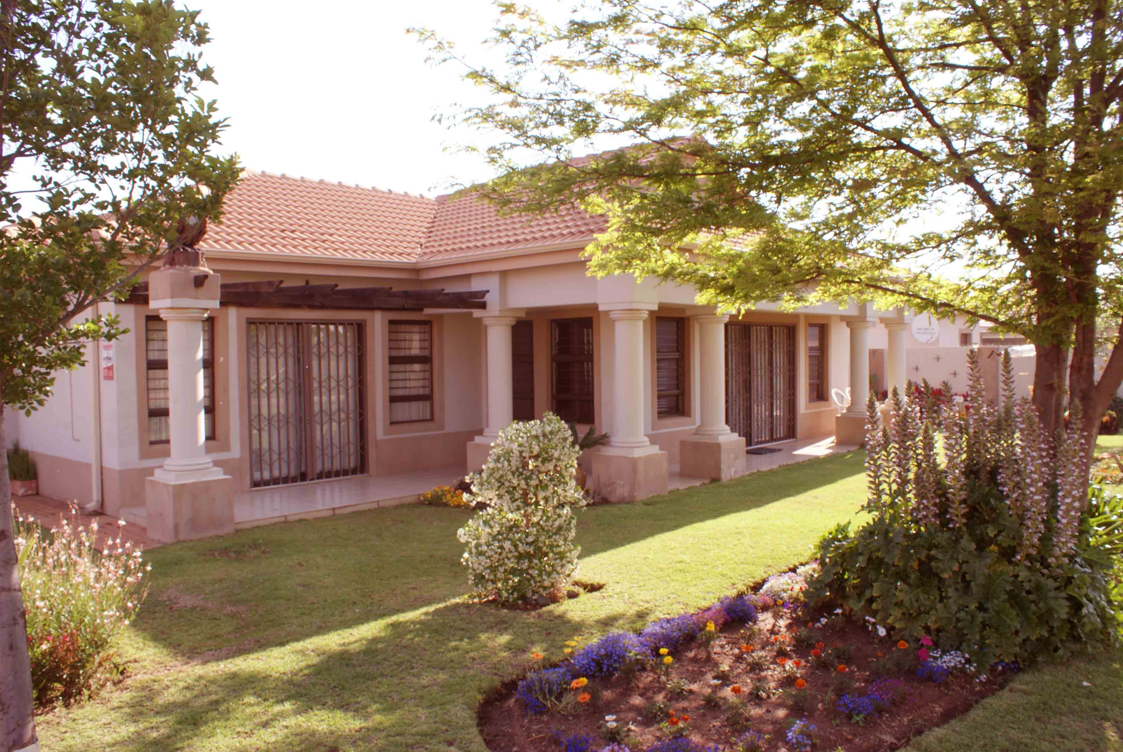 2 BedroomHouse For Sale In Mooivallei Park