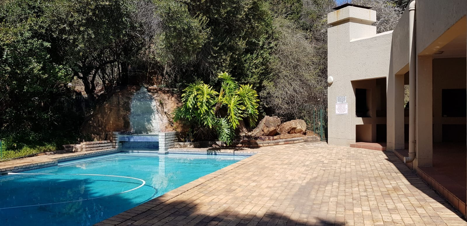 BEAUTIFUL ONE BED UNIT IN BRYANSTON!